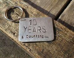 10 Year Anniversary Keyring Gifts Aluminium Tin Ten Years Wedding Keychains 10th