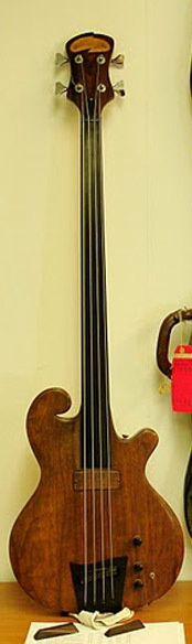 Carl Thompson Bass Guitar, fretless 1974