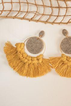 Diy Macrame Earrings, Macrame Jewelry, Crochet Earrings, Leather Thread, Diy Keychain, Cute Earrings, Polymer Clay Earrings, Clay Crafts, Jewelery