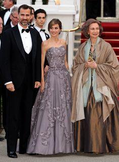 The Best Royal Dresses Ever Worn - Livingly Royal Dresses, Nice Dresses, Prince Harry Wedding, Royal Clothing, Princess Margaret, Queen Letizia, Bridesmaid Dresses, Wedding Dresses, Grace Kelly