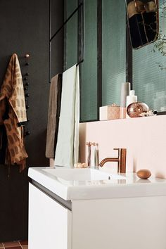 Bathroom in pink and green - via Coco Lapine Design