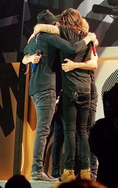 Group hug! || OTRA Boston, Massachusetts (last show of the North American leg) - 9/12/15