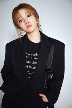 190515 - Hot Idol update on weibo Kpop Girl Groups, Korean Girl Groups, Kpop Girls, Lucas Nct, Asian Woman, Asian Girl, Kpop Fashion, Fashion Outfits, Asian Fashion