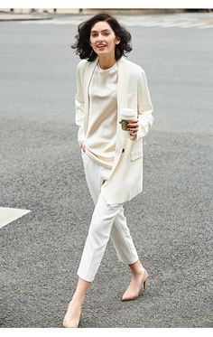 Minimalist Fashion Tips. Simple Street Style for women. - Minimalist Fashion Tips. Simple Street Style for women. Minimalist Fashion Women, Black Women Fashion, White Fashion, Work Fashion, Curvy Fashion, Fashion Outfits, Womens Fashion, Fashion Ideas, Minimalist Outfits