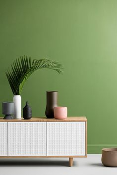 Stark white and punches of green is one of the latest interior colour trends. Get inspired by all the latest colour palettes!