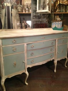 Chalk Paint® Decorative Paint by Annie Sloan - Duck Egg Blue and Old White. Love this for the master bath vanity with rectangle vessel sinks Chalk Paint Furniture, Furniture Projects, Furniture Making, Furniture Makeover, Diy Furniture, Furniture Design, Distressed Furniture, Repurposed Furniture, Shabby Chic Furniture