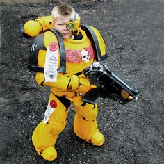 When dad says he'll build you a costume and you're like. Warhammer 40k Memes, Warhammer 40000, Game Props, Fantasy Armor, Stuff And Thangs, Warhammer Fantasy, Space Marine, Cool Costumes, Cosplay Costumes