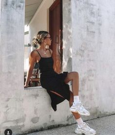 Slip Dress Summer Trainers Long Socks Outfit Ideas How To Wear Dresses And Chunky Dad Shoes Casual Summer Travel Style Ideas Mode Ootd, Mode Streetwear, Cute Casual Outfits, Cool Summer Outfits, Summer Fashion Outfits, Dress Summer, Fashion Weeks, Casual Summer, Summer Clothes