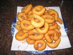 Rosquillas fritas caseras https://es.pinterest.com/angeles2321/dulces/