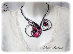 Collier fil aluminium noir fuchsia violet nacre fleur. Collier par Douce-fantaisie sur ALittleMarket