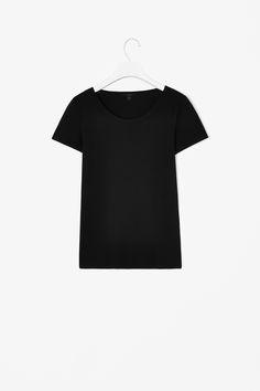 Clean-edged t-shirt