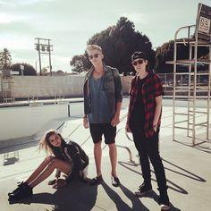 "Cody Simpson shoots the ""Surfboard"" music video with Gigi Hadid!"