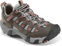 The men's KEEN Alamosa WP hiking shoes deliver waterproof protection in a lightweight, nimble design for comfort and support on fast and light outings on the trail. Hiking Tips, Camping And Hiking, Hiking Gear, Hiking Backpack, Backpacking, Hiking Boots Women, Hiking Shoes, Outdoorsy Style, Outdoorsy Fashion