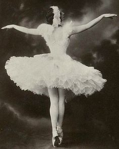 """Anna Pavlova in her signature role, """"The Dying Swan"""", 1900s. #annapavlova #ballet #primaballerina #dyingswan #dying #russiangirl #russianballet #russia #ballerina #1900s (11/4/2016) by womeninthepast"""