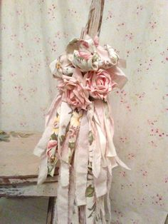 Shabby Chic Home Decor Shabby Chic Crafts, Vintage Crafts, Vintage Shabby Chic, Shabby Chic Homes, Shabby Chic Style, Vintage Roses, Shabby Chic Decor, Tassle Garland, Diy Tassel