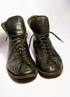 1930s style boxing boots