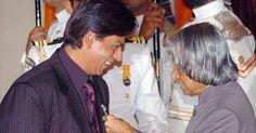 """Shah Rukh Khan """"won't return"""" his awards"""