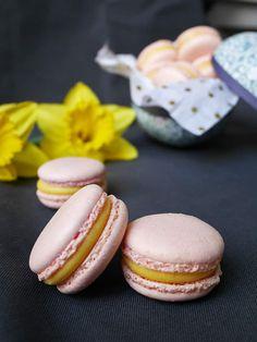Macarons med vit choklad och passionsfrukt | Brinken bakar Afternoon Tea, Macarons, Doughnut, Cheesecake, Desserts, Food, Inspiration, Tailgate Desserts, Biblical Inspiration
