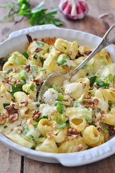 Gratin of leeks, chorizo, pasta and Ricotta - Recette Gratin de pâtes poireaux, chorizo et Ricotta I Love Food, Good Food, Yummy Food, Pasta Recipes, Cooking Recipes, Healthy Recipes, Salty Foods, Stop Eating, How To Cook Pasta