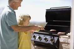 Grilling is easy with the right barbecue tools. Grilled Tilapia, Burnt Food, Bbq Pork, Barbecue, Propane Gas Grill, Boiled Chicken, Clean Grill, Dish Detergent, Bbq Tools
