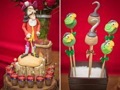 Para sua festinha de aniversário de 4 anos, Pedro Henrique escolheu o tema Jake e os Piratas na Terra do Nunca! A decoração é da Rubi Comemorações.