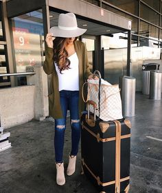 My #ootd traveling home from Seattle! I wear this combo so much for traveling... And this cardigan is 🙌🏽👍🏼🙏🏼... (Prob need to pick it up in another color haha) All details: http://liketk.it/2pgPb #liketkit #wiw #airportstyle #travelstyle #outfitoftheday #airportfashion #instafashion