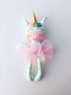 Unicorn pop - stof doll - handgemaakte pop - rag doll - meisjes room decor - meisjes speelgoed - baby cadeau - doek pop - Eenhoorn - plush - kwekerij