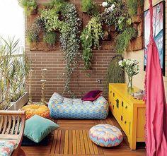 Um espaço zen para meditar + plantinhas.