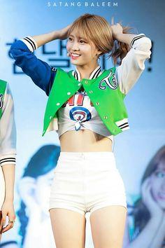 Twice Momo K Pop Star, Hirai Momo, Perfect Body, Snsd, Gorgeous Women, Girl Group, White Shorts, Gym Shorts Womens, Kpop