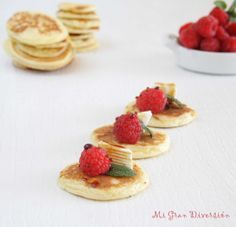 Mi Gran Diversión: Blinis con frambuesas y queso - Blinis with raspberries and cheese