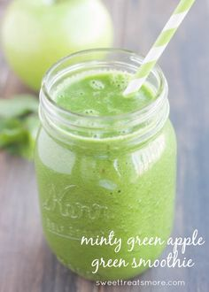 Minty Green Apple Green Smoothie from @Kristy {Sweet Treats & More} #smoothie #green
