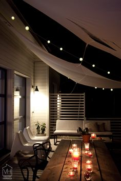 Patio by night: lights and candles make it irresistible. Patio Interior, Interior And Exterior, Interior Design, Outdoor Rooms, Outdoor Gardens, Outdoor Seating, Casa Patio, Diy Canopy, Outside Living