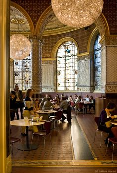 uno scorcio della favolosa Tearoom al Victoria&Albert museum, South Kensington.