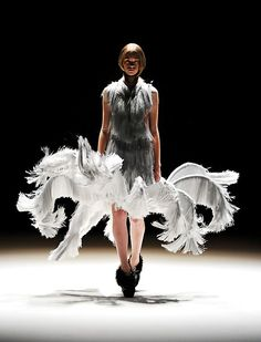 Berlin Fashion Week 2011 Fashion as Art – sculptural silver grey dress with dramatic construction // Iris van Herpen Haute Couture 3d Fashion, High End Fashion, Look Fashion, Runway Fashion, Trendy Fashion, Fashion Show, Fashion Trends, Origami Fashion, Fashion Details