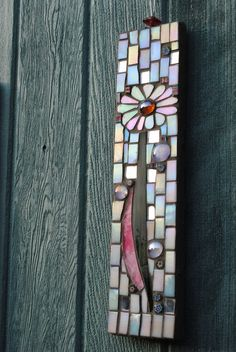 Mosaic Daisy Garden Decoration...I could make this and hang it on my fence.