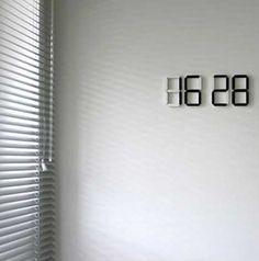 デジタル数字の掛け時計