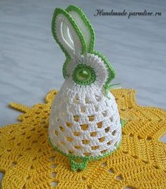 Source Free Easter Egg Crochet Patterns Easter is almost here! It's time to fill up our baskets with some colorful woolly crochet eggs! Crochet them… Thread Crochet, Diy Crochet, Crochet Crafts, Crochet Doilies, Crochet Projects, Crochet Chicken, Easter Crochet Patterns, Holiday Crochet, Crochet Animals