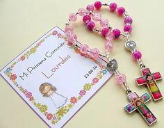 denarios pulseras porfis souvenirs comunion bautismo con bta Rosary Prayer, Holy Rosary, Rosary Catholic, Little Girl Jewelry, Kids Jewelry, Jewelry Making, Catholic Christening, Rosary Bracelet, Baptism Party