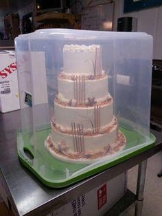 cake decorating 412994228328611126 - Quick Tip – CakesDecor: Great and safer way to deliver a very large tiered cake. As a cake decorator, the most stressful part of cake decorating is transporting the cake to its location. Cake Decorating Techniques, Cake Decorating Tutorials, Cookie Decorating, Decorating Cakes, Decorating Tools, Food Cakes, Cupcake Cakes, Bolo Cake, Cake Business