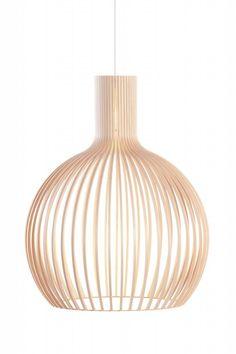 De Octo 4240 is een prachtige lamp uit de bijzondere collectie van Secto Design. Een grote, elegante lamp die door het opengewerkte hout toch luchtig blijft ...