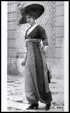 1911 -The House of Bechoff long line culottes