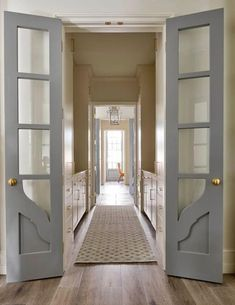 Pretty Interior Door Paint Colors to Inspire You! Be inspired with these pretty interior door paint colors that turn a boring white door into something amazing! Painted Interior Doors, Painted Doors, Interior Barn Doors, Interior Exterior, Exterior Doors, Wood Doors, Interior Folding Doors, Interior Door Colors, Interior Door Styles