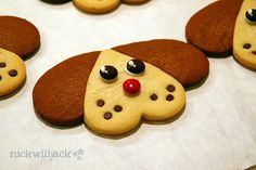 If you have a heart shaped cookie cutter than you have all of the tools you need to create these dog gone cute cookies.  They are a fun day activity for your kids and a super cute for your children of all ages
