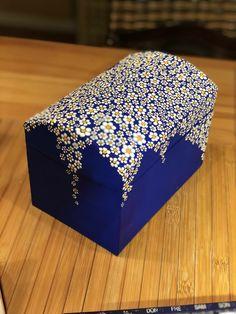 Wooden Crafts rustikaler stil dekoriert mdf box - caixasdemadeira - Her Crochet Wooden Box Crafts, Painted Wooden Boxes, Painted Jewelry Boxes, Painted Chairs, Wood Boxes, Painted Furniture, Altered Cigar Boxes, Decoupage Box, Dot Art Painting