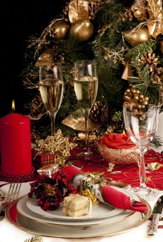 Graceful Glittering Gold And Red Christmas Dinner Table Decoration Feats Red Floral Napkins And Red Candles With Christmas Tableware And Gold Pine Cones Decor Ideas Christmas dinner table decorations Elegant Christmas Centerpieces, Christmas Flower Decorations, Gold Christmas Ornaments, Christmas Tablescapes, Noel Christmas, Christmas Lights, Outdoor Christmas, White Christmas, Christmas Budget