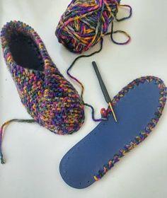 Re- und Upcycling, Flip-Flops, Haus-/oder Hüttenschuhe, gehäkeltDetailed photo tutorial about how to crochet shoes with rubber soles fun flip flop crochet project – Artofit Crochet Slipper Boots, Crochet Sandals, Knitted Slippers, Sewing Slippers, Free Crochet, Knit Crochet, Knitting Patterns, Crochet Patterns, Crochet Slipper Pattern