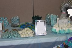 Sweet table provide small bags so that guests can take home some treats for their party favors