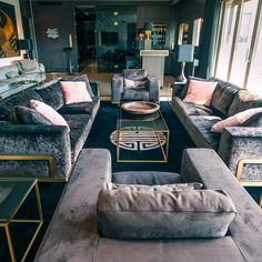 Von diesem Penthouse mit über 350 qm stilvoll eingerichteter Wohnfläche nebst Bar, Kamin und diverser Zimmer hat man einen grandiosen Ausblick auf Berlin. Die perfekte Unterkunft für einen Berlin Besuch