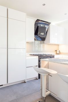 Handleless German Nolte Kitchen in Lux Gloss White with Matrix Art under counter lighting and a marble worktop. White Gloss Kitchen, White Marble Kitchen, German Kitchen, New Kitchen, Under Counter Lighting, Marble Worktops, Bespoke Kitchens, Work Tops, Kitchen Inspiration