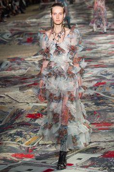 Alexander McQueen Spring / Summer 2017 Ready-To-Wear Collection   British Vogue